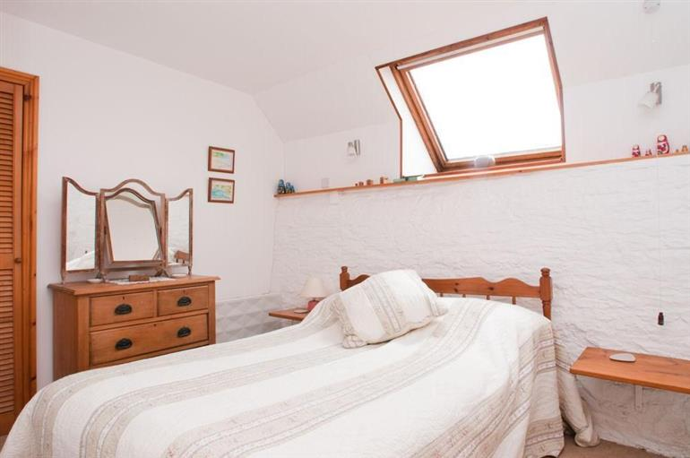 Bedroom in 1 Easton Barn, Bigbury