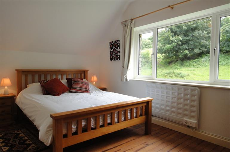 Bedroom in Quail Cottage, Kingsbridge