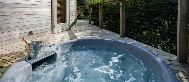 Hot tub at 2 Waters Edge, Lanreath