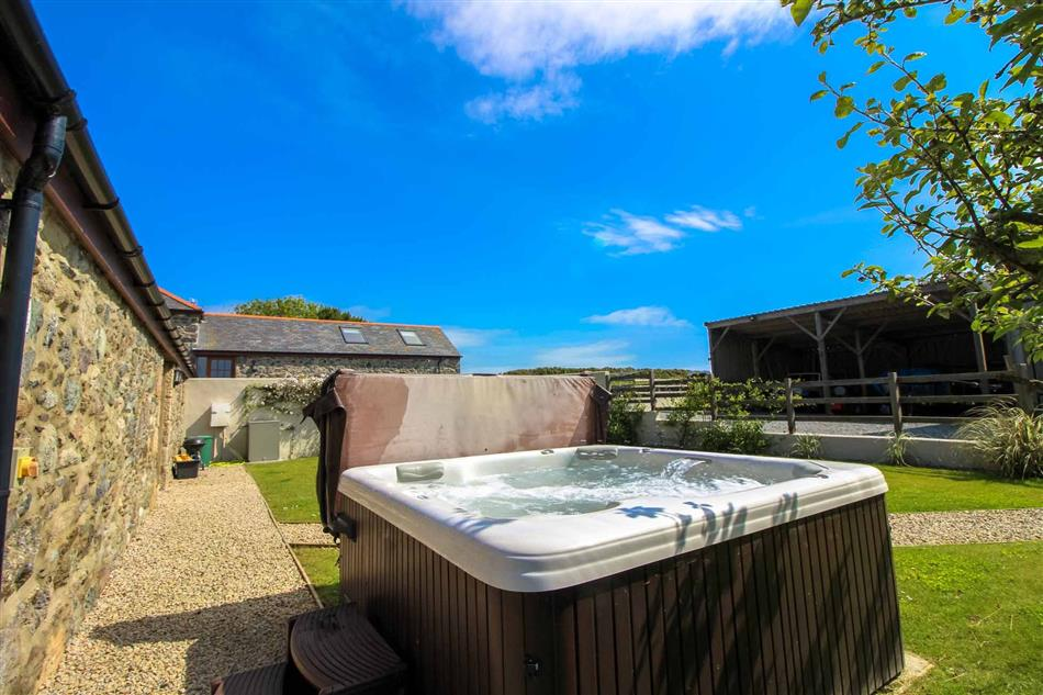 Hot tub at Manor Fletching, Porthallow