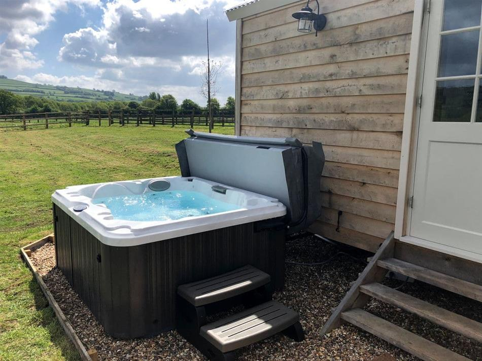 Hot tub at Shepherds Hut, Saltford, near Bath