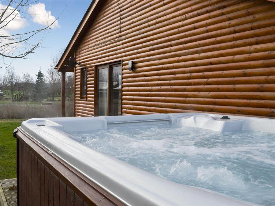 Hot tub at Sunnyside Lodge, Thorpe on the Hill, near Lincoln