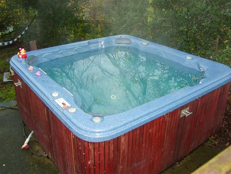 Hot tub at The Hayloft, Bronygarth