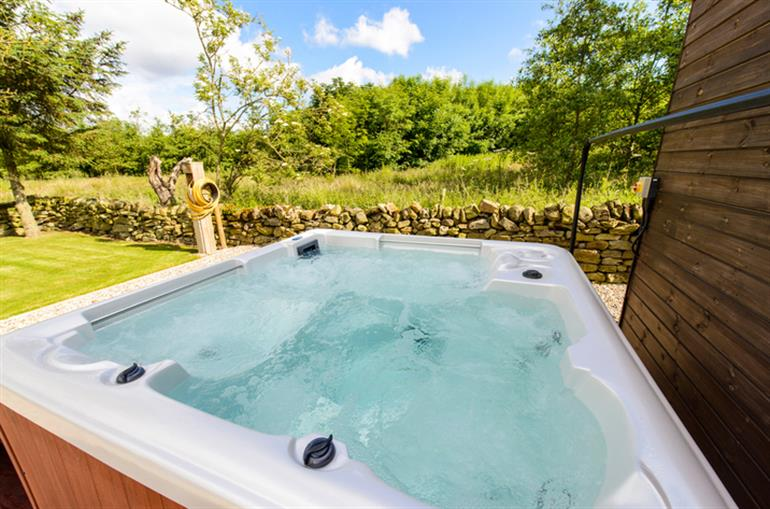 Hot tub at Willow Cottage, Harwood Dale