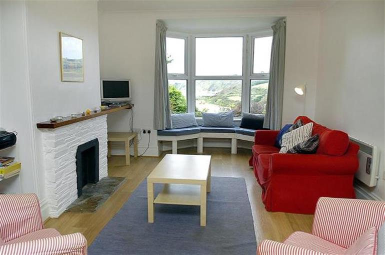 Living room in 2 Avonside, Bantham