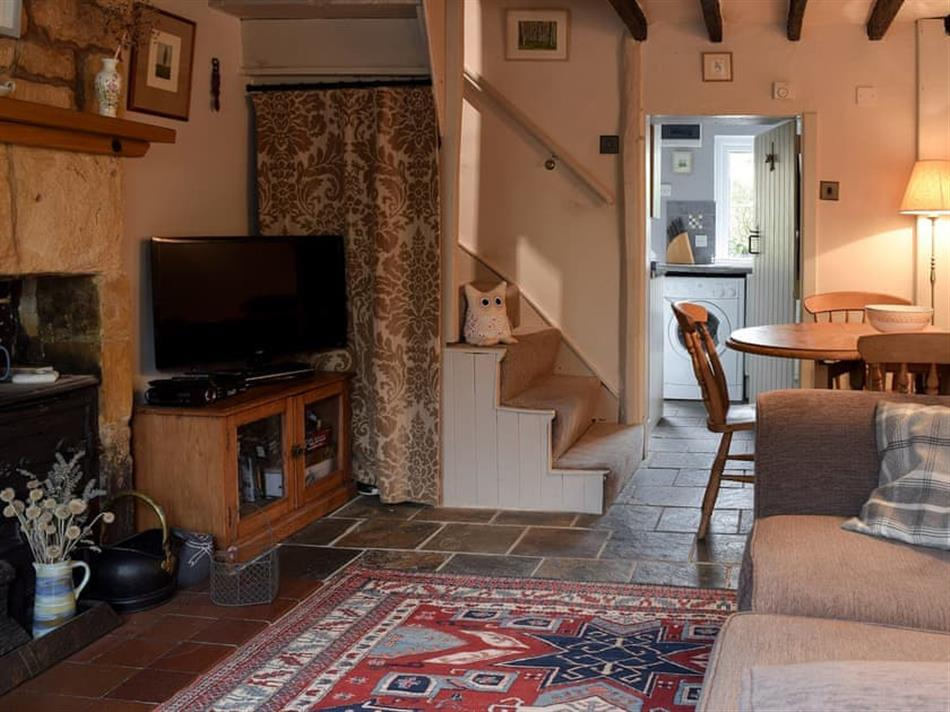 Living room in Cosy Cottage, Bourton-on-the-Hill, near Moreton-in-Marsh