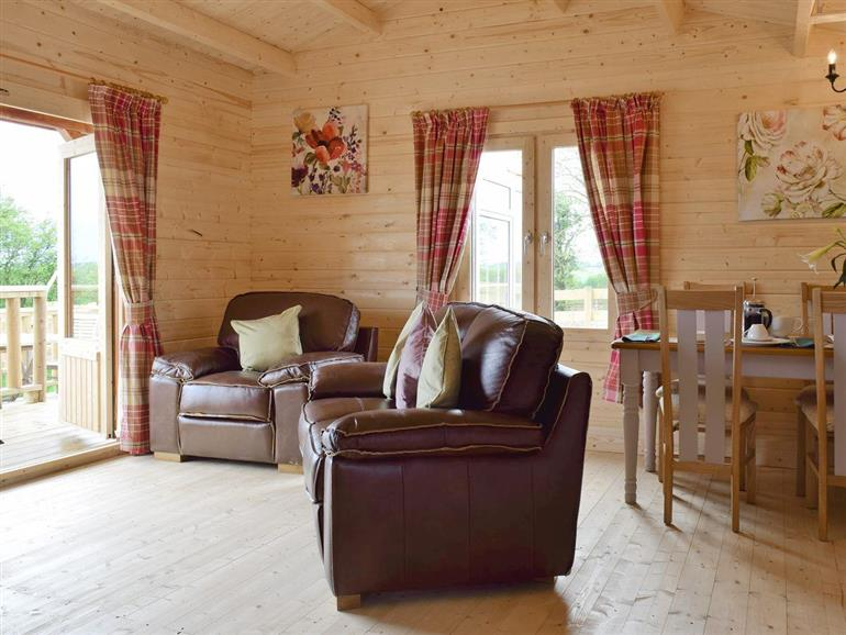 Living room in Sunbrae Holiday Lodges - Robin Lodge, Stoulton near Malvern