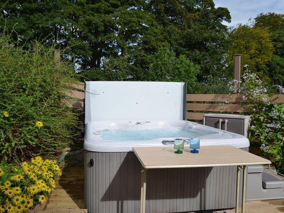 Outdoor private hot tub at Gill Cottage, Crosby Garrett near Kirkby Stephen