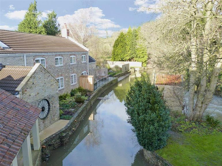 Setting of Jeffries Mill Cottages - Herons Weir in Spring Gardens, Frome