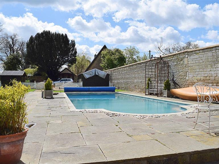 river nene cottages barley cottage ref ukc315 in water newton near peterborough pet