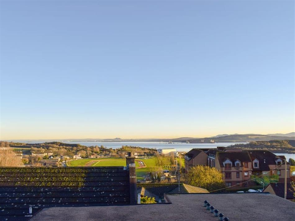 Views from The Courtyard - Forth View Apartment, Inverkeithing