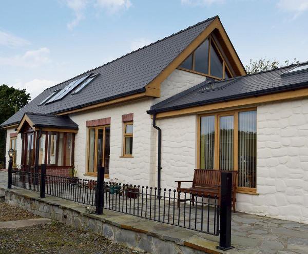 Green Park Cottage In Waterston Near Milford Haven Sleeps
