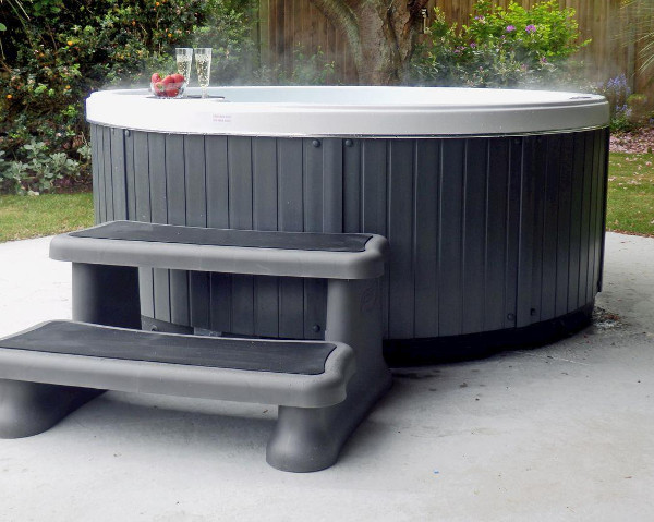 The Beech House in Corton, Suffolk has its own outdoor hot tub