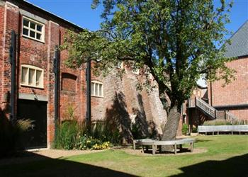 2 The Courtyard, Snape