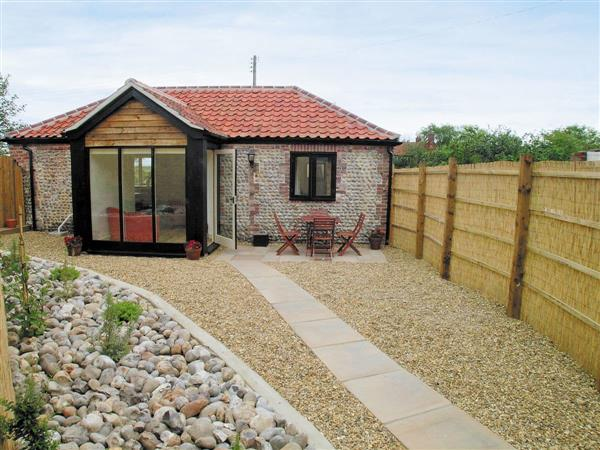 Bacton Hall Holiday Cottages - Apple Barn, Bacton, Norfolk., Eastern England