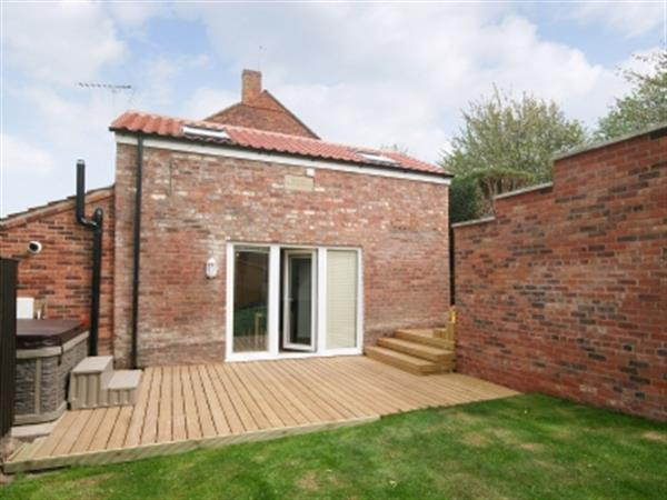 Barn Cottage, Skegness, Lincolnshire with hot tub