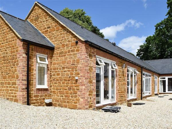 Bay Tree Cottage Accommodation - Bakers Den, Farthingstone, near Towcester, Northamptonshire