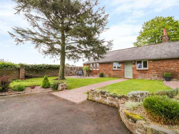Berrymoor Cottage, Corby Hill with hot tub