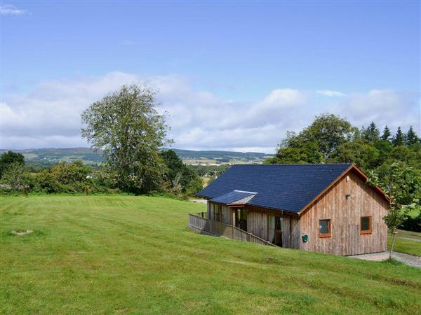 Birch Lodge, Kiltarlity, near Beauly, Highlands, Inverness-Shire with hot tub