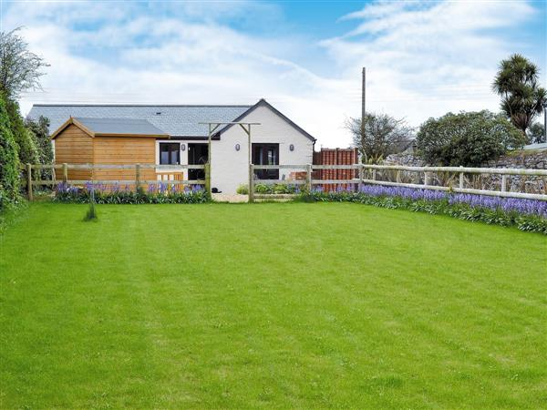 Bluebell Barn, Rosudgeon, nr. Penzance, Cornwall with hot tub