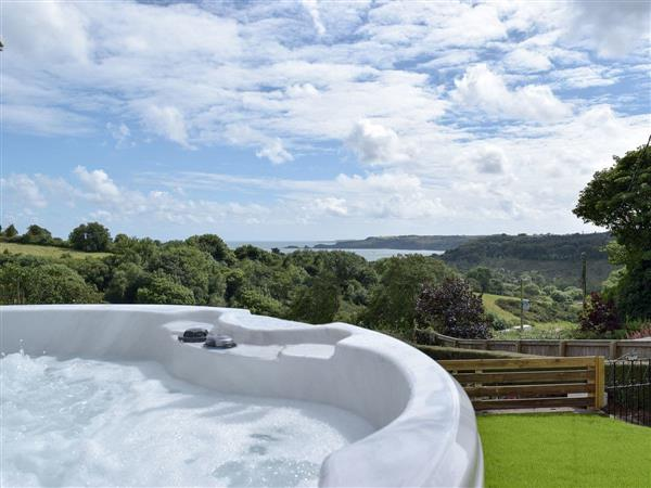 Caldey View, Near Stepaside, Saundersfoot, Pembrokeshire, Dyfed with hot tub