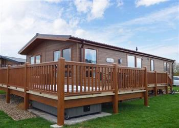 Castle View Lodge, Tattershall Lakes Country Park with hot tub