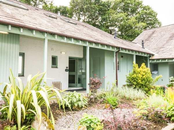 Cherry - Woodland Cottages, Bowness-in-Windermere with hot tub