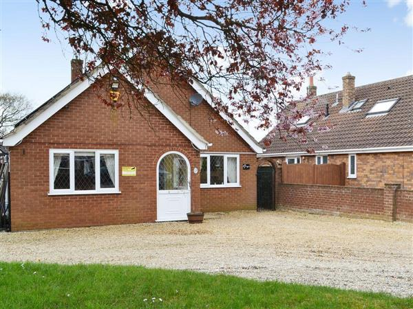 Cherry Tree Cottage, West Winch, near Kings Lynn, Norfolk, Eastern England with hot tub