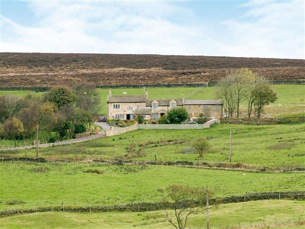 Commons Farm Cottage, Wadsworth, near Hebden Bridge, West Yorkshire with hot tub