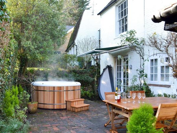 Coppice Hill House, Bishop's Waltham, near Winchester, Hampshire with hot tub