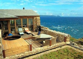 Astonishing Cornish Beach House In Looe Pet Friendly With Hot Tub Download Free Architecture Designs Remcamadebymaigaardcom