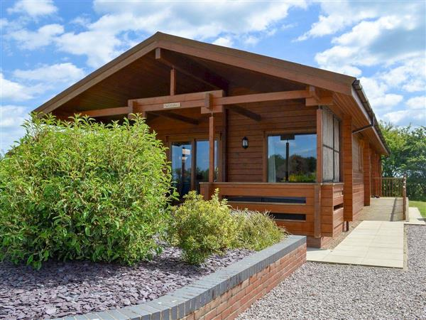 Faulkers Lakes - Willow Lodge, Burgh le Marsh, nr. Skegness, Lincolnshire with hot tub
