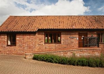 Gladwins Farm Cottages - Gainsborough, Nayland, nr. Colchester, Suffolk with hot tub