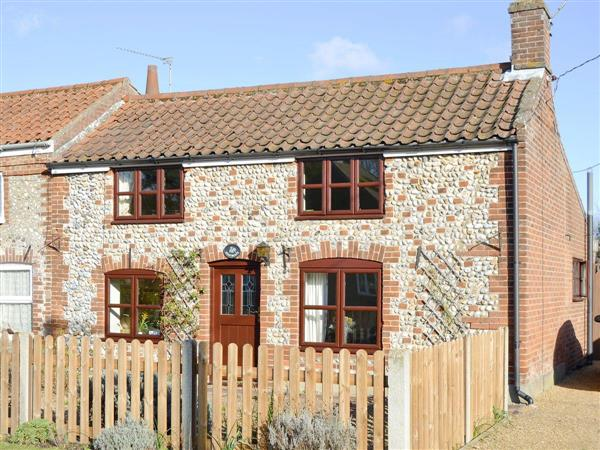 Heathcote Cottage, Hickling, near Wroxham, Norfolk with hot tub