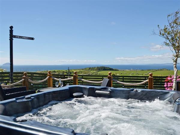 High Park Lodge, Kirkoswald, near Turnberry, Ayrshire with hot tub