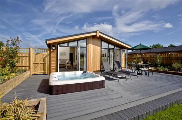 Holly Lodge, South Downs, Hassocks with hot tub