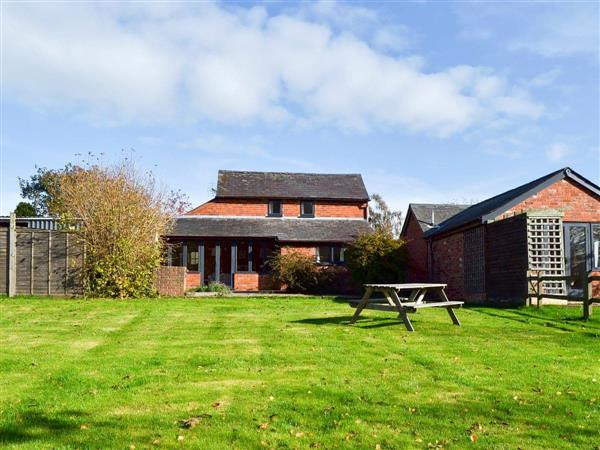 Knoll Cottage, Kivernoll, Herefordshire., Central England with hot tub