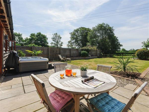 Lake View, Lineholt, near Stourport-on-Severn, Worcestershire with hot tub