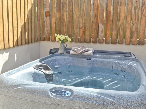 Little Trevean Farm - The Stable, Rosudgeon, nr. Penzance, Cornwall with hot tub