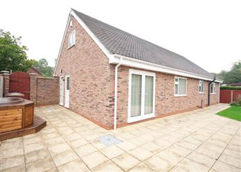 New Pastures, Burton-On-Trent, Staffordshire with hot tub