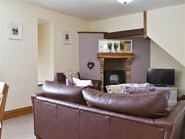 Newlands Farm - Lavender Cottage, Cloughton, near Scarborough, North Yorkshire with hot tub