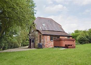 Oldcastle Cottages - Lovers Cottage, Colwall, near Great Malvern, Herefordshire with hot tub