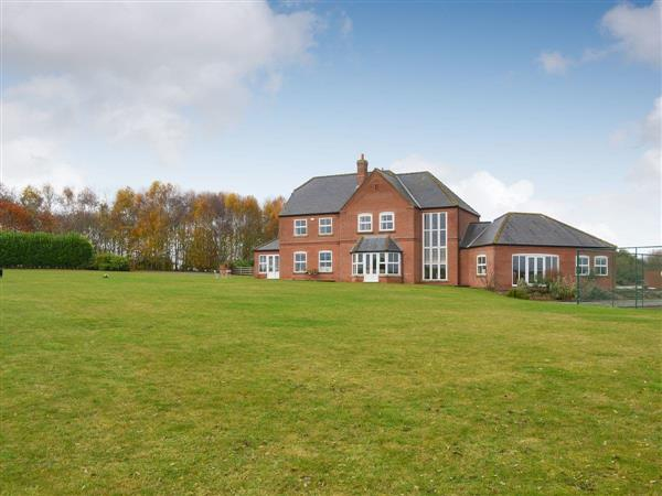 Ryelands House, Potterhanworth, near Lincoln, Lincolnshire with hot tub