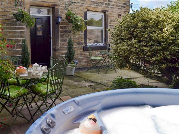 Shelduck Cottage, Holmfirth, West Yorkshire with hot tub