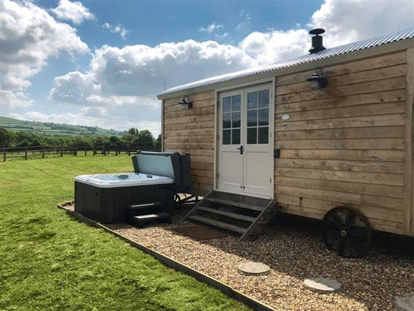 Shepherds Hut, Saltford, near Bath, Avon with hot tub