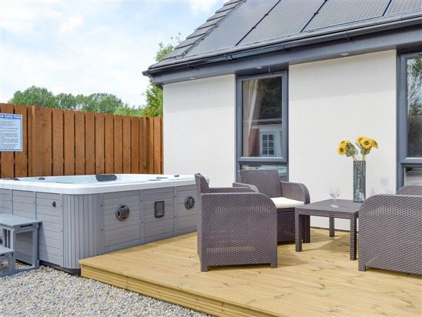 Sunflower Cottage, Strensall, near York, North Yorkshire with hot tub