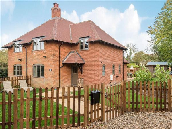 Swardeston Cottages - Cowslip Cottage, Swardeston, near Mulbarton, Norfolk with hot tub