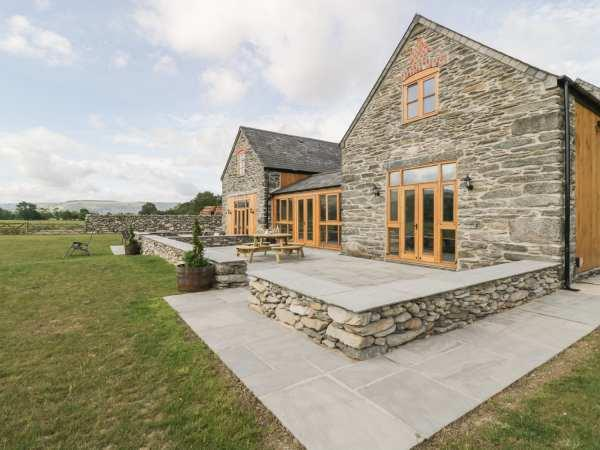 The Barn, Corwen with hot tub