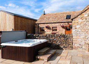 The Cow Shed, Alport, Bakewell with hot tub