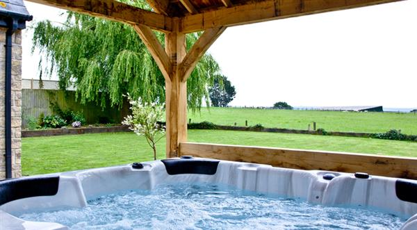 The Lodge @ Thornhill, Stalbridge with hot tub